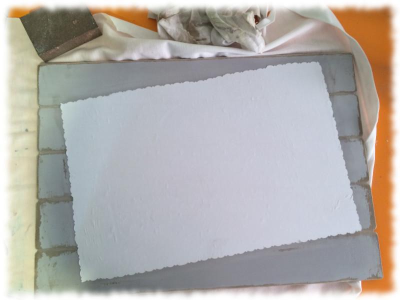 Transfer Imágenes de Comunión. Tabla DM pintada con pintura acrílica y decapado. Presentación de la imagen del transfer en la tabla DM.