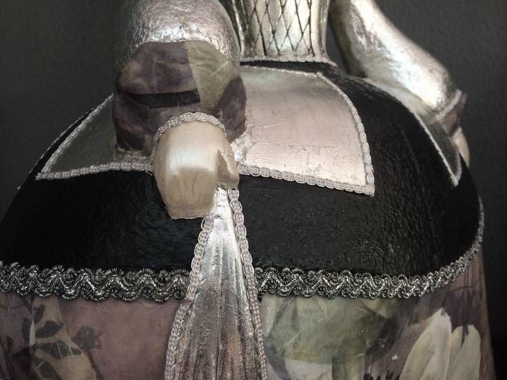 detalle pañuelo y manga figura de menina grande decorada